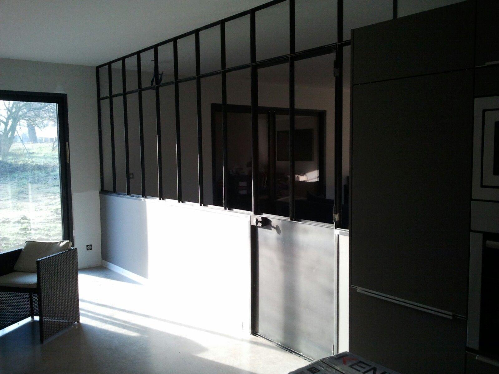 verri re d 39 atelier avec porte battante et imposte fixe. Black Bedroom Furniture Sets. Home Design Ideas